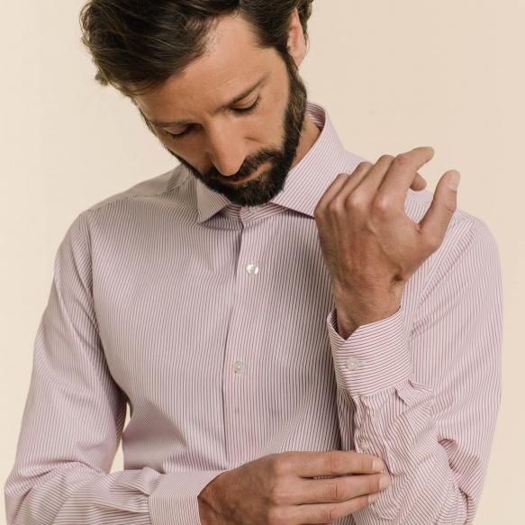 Chemise cintrée en popeline à fines rayures grenat