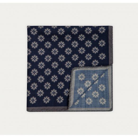 Pochette bleue à fleurs blanches