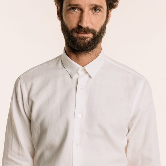 Chemise cintrée blanche en lin et coton