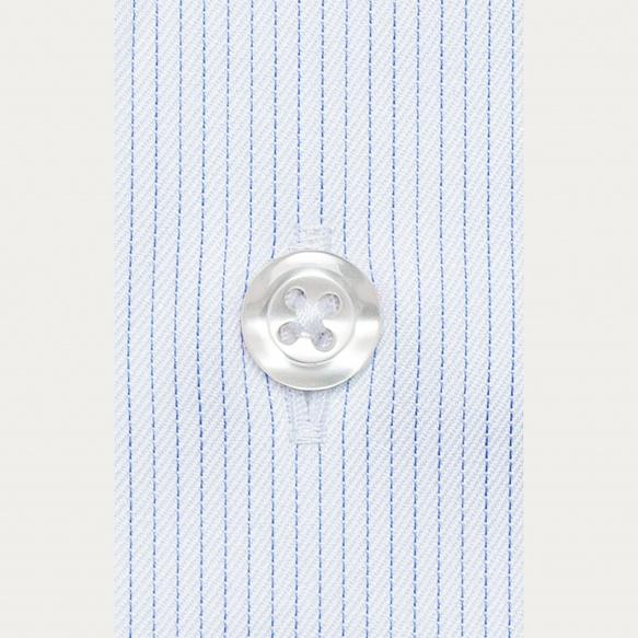 Chemise classique en twill à fines rayures bleues