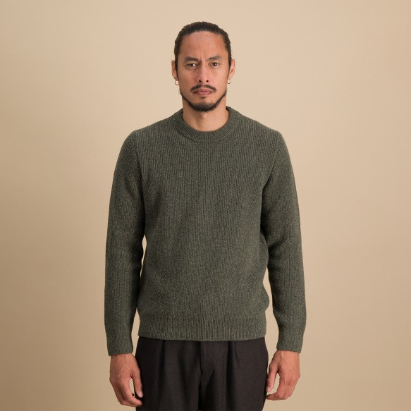 Pull en laine mérinos à côtes anglaises vert chiné